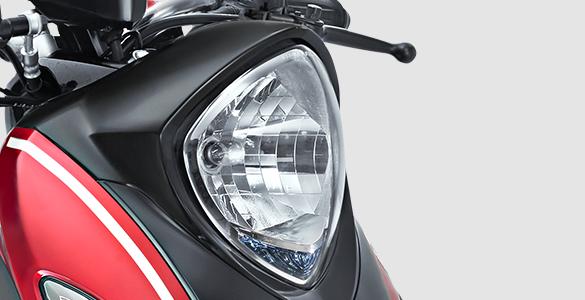 Design lampu depan yang anggun dengan kilauan bagaikan berlian..png