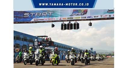 Seribuan-Nmax-komunitas-victory-lap-di-event-Yamaha-Sunday-Race