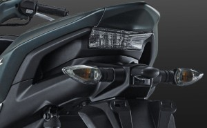 Sporty-Integrated Rear Handle Grip